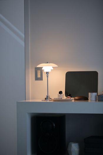 お部屋は光の濃淡を作ることで、立体的に見え、広く感じるようになります。間接照明を上手に使って、光溜まりをつくってあげるのがおすすめ。