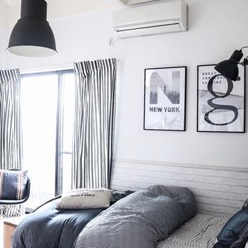 寝室などは全体の明るさを抑え、手元だけを明るく照らすスポットライトがあるとよいですね。使うときだけ、照らせるようにしておくと落ち着きます。