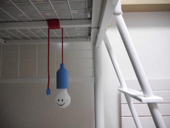 もちろん、可愛らしい間接照明で遊び心をプラスするのも、子供部屋ならではの楽しみ方です。間接照明をアレンジするときは、子供部屋につけるということを考慮し、とくに安全性の高い照明を選ぶようにしましょう。