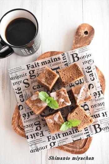インスタントコーヒーのほろ苦い生地に、チョコチップをIN。電子レンジであっという間にできる簡単な蒸しケーキです。時間がないときにおすすめ。