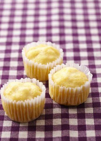ふんわりしっとり、素朴な味♪カップやパウンド型で簡単「蒸しケーキ」のレシピ