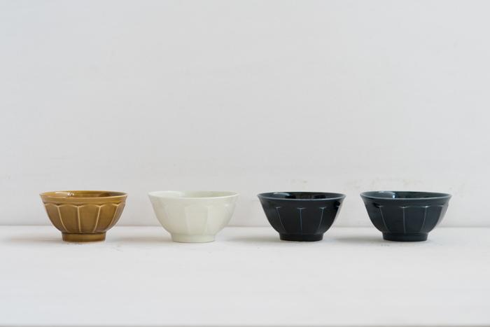 長野県の白磁陶芸作家である、阿部春弥さんが手がけたとってもシンプルなお茶碗です。色が4色展開になっているので、家族それぞれ自分の専用お茶碗を揃えられるのも嬉しいですね。程よいサイズ感で持ちやすく、スタッキング収納も可能です。