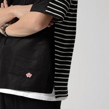ベージュやブラックなど上品なカラー展開も魅力。ブラックのメンズサイズを選んで、クールに着こなすのもおすすめです。デニムやチノパンなどシンプルなボトムスがお似合い◎