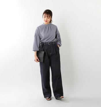 自分のスタイルに合ったジーンズを選ぶには、まずはどんな種類のジーンズがあるのかを知っておくことが必要です。  そこで今回は、ナチュラルさんに人気のレディースジーンズ5種類〈ワイド・ストレート・テーパード・タイト・ボーイフレンド〉それぞれの特徴をご紹介。 また、着こなしのポイントや、それぞれおすすめのブランドもピックアップしましたので参考にしてみてくださいね。