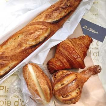 クロワッサンにバゲットなど、小麦粉の力強さを味わうことができるパンたちの中で、最近パン好きさんからも人気が高いパンが「ミルクフランス」です。