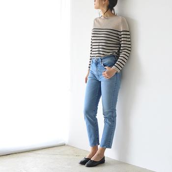 レディースのジーンズには、種類やシルエットなど様々なタイプがありますよね。種類が多すぎてどんなジーンズが自分に合っているのか、よくわからないという方も多いはず。