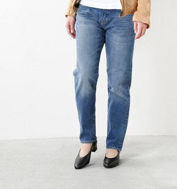 デニムの可能性を追求し続けるブランド「WHEIR Bobson(ウェア ボブソン)」。ビンテージレトロなダメージが施されたくたくたのボーイフレンドジーンズは、履けば履く程味の出るよき相棒になってくれるはず。