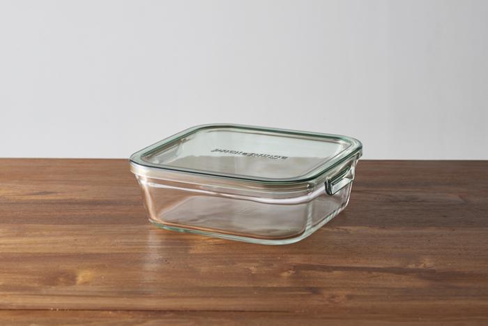 ガラス製品の老舗、イワキの保存容器です。耐熱タイプのガラス容器で、ふたをしたまま電子レンジで加熱できるのが便利なポイント。また、ふたを外せばオーブン調理も可能です。