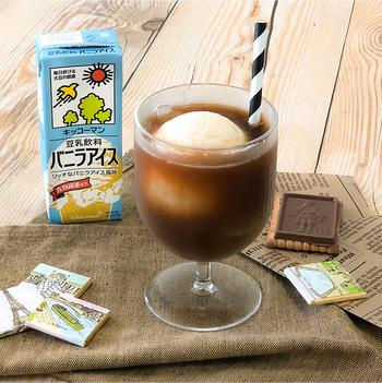 これからの季節にぴったりな豆乳アイスを使ったコーヒーフロート。甘くなりすぎないので、さっぱりとした心地よさが広がります。