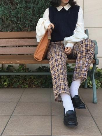 学生時代を思い出すクラシックなローファーは、この春トラッドコーデで大活躍すること間違いなし!ベストやチェック柄のパンツでとことんトラッドにすれば、外国の男の子のようなマニッシュコーデになって可愛いです。