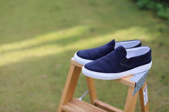 何より大切にしたいのが、履いた直後の靴をすぐに下駄箱にしまわないこと!汗を吸って湿気た靴は必ず乾燥させてから収納しましょう。天気のいい日に干しておくのが一番効果的です。