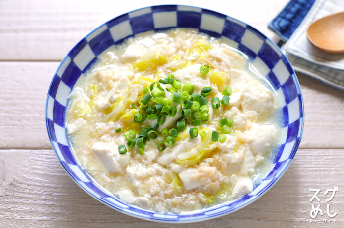 旨みたっぷりのホタテの水煮缶で、優しい味のさっと煮ができちゃいます。 お豆腐もキャベツも手でちぎれば包丁もまな板も使わず作れますよ。