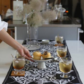 いつもと同じお菓子とお茶を用意していても、なんだかいつもよりもスタイリッシュなティータイムに見えませんか?