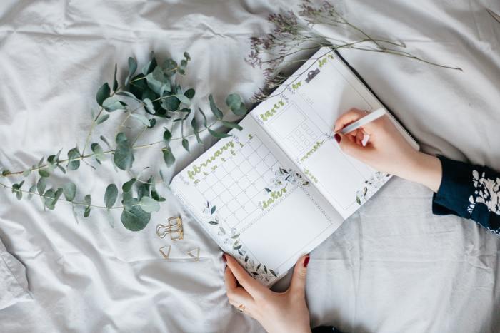 ノートに片付けたい場所を書き出しましょう。済んだら斜線を入れて消していくと達成感も味わえてやる気アップ。たとえ全てできなくても、完了したところがあるだけでも良し!として、自分をほめてあげて。