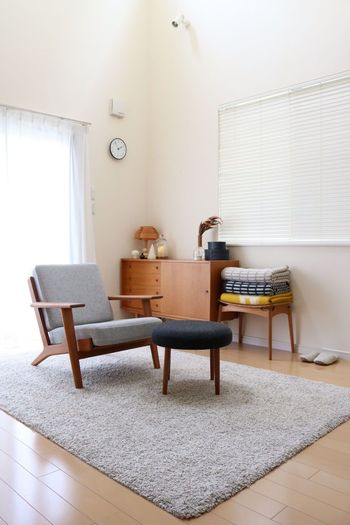 インテリアのベースはナチュラルで、そこに北欧家具を加えたのが北欧インテリアです。名作とよばれるチェアやヴィンテージのチェストなどは、一生モノの価値があります。