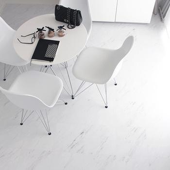 ベースカラーもテーマカラーも白で統一したのが、ホワイトインテリアです。清潔感があり、クールな印象になります。圧迫感がないため、狭いお部屋にもおすすめです。