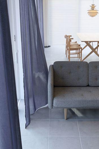 モノトーンインテリアを基調とした、シンプルモダンインテリア。存在感のある家具やモダンな照明を加えることで、ぐっと洗練された雰囲気になります。