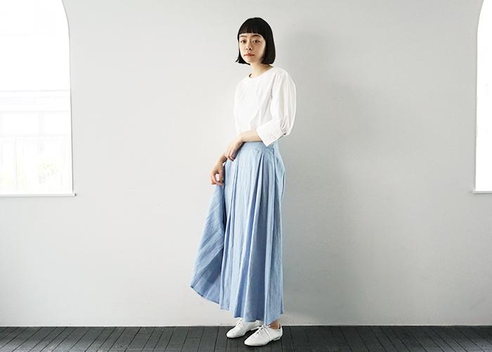 今回はカラーや柄など、様々なフレアスカートの中から早速春先に真似したくなるフレアスカートのコーディネートをご紹介したいと思います。