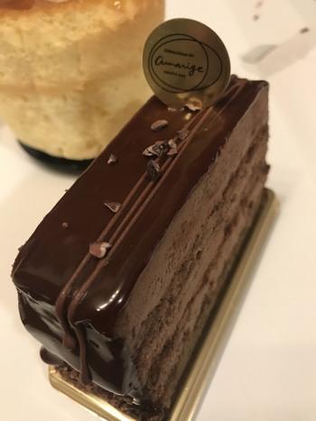 『チョコブラウニーのケーキ』をはじめ美しいケーキも揃っていますが…