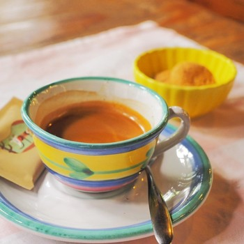 食後はプラス料金でコーヒーもいただきましょう。本格的なエスプレッソは、ゆったりとした時間の締めくくりにぴったりです。