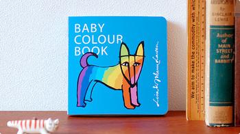 リサ・ラーソンのシンプルながら味わい深いイラストに、デザイナーでもある娘のヨハンナが色を合わせています。厚みがしっかりとある絵本なので、赤ちゃんが自分でめくることもできます。自分でできることが増えると、子どもたちも嬉しくなりますね。