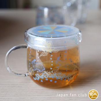 ティーメイト ア・ラ・カルトは、マグカップと茶こしと蓋のセット。耐熱ガラスなので、熱湯はもちろん、電子レンジでの使用もOKです。