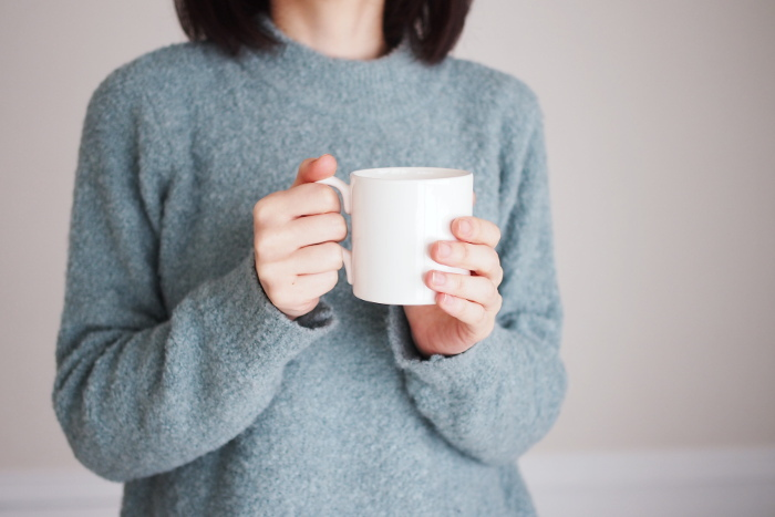 シンプルなデザインが人気の倉敷意匠(くらしきいしょう)のマグカップ。白釉掛けによる釉薬のムラは味わい深く、すっきりした形なので、普段使いしやすいです。