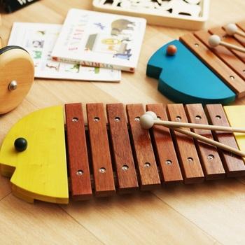 ボーネルンドのおさかなシロフォンは、正確に一音一音、調律されています。はじめて出会う楽器から、正しい音に触れることで、音に対する感受性が高まります。
