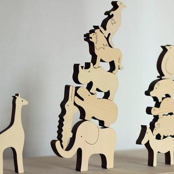 動物たちをバランスよく積み重ねていくという積み木のおもちゃです。自分だけの動物園を作ったり、数の勉強につなげることもできそうです。シンプルなデザインも素敵ですね。