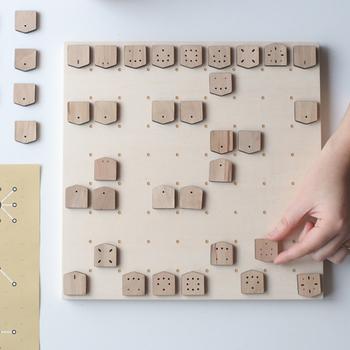 こちらは駒の動きを視覚的にとらえることができる将棋です。将棋初心者さんでも、駒の動きを覚える必要がないのですぐにトライできます。