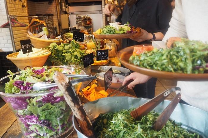 こちらのお店では、自社農園の新鮮な朝採れ野菜を使用しています。すべて露地栽培・無農薬無化学肥料で栽培したオーガニック野菜なのが特徴!ランチにはサラダビュッフェもやっているので、思う存分野菜を食べたい人におすすめです。