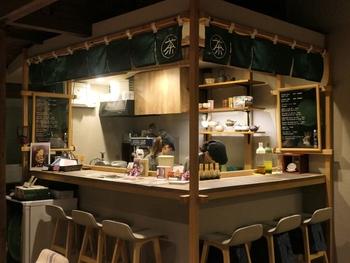 そんな裏参道ガーデンの一角に店舗を構えるのが、宇治園。京都発のお茶専門店で、明治2年創業の歴史あるお茶屋さんです。こちらでは、宇治園のお茶や、お茶を使ったスイーツが楽しめます。