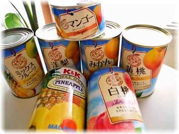 フルーツの缶詰はそれなりに量も入っているので、フレッシュなもので同じ量をそろえるよりリーズナブルに手に入ることおも。常温で保存ができて、長期のストックも可能なので便利です。開けてそのまま食べられるうえ、旬に関わらず好きなときに利用できるメリットもありますよ。