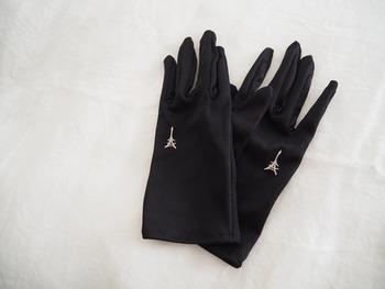 UVプロテクター以外でも、日焼けを防止するアイテムは揃えておきたいもの。  ダメージが残りやすい手は、手袋も併用したいですね。