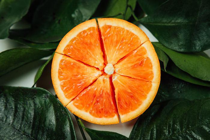 1週間の始まり《月曜日》。土日の眠さが取れず、なんだかうまくスタートが切れない。そんな方は、すっきりとした酸味の柑橘類を朝食に取り入れて、背筋もしゃきっと仕事に向かいましょう。