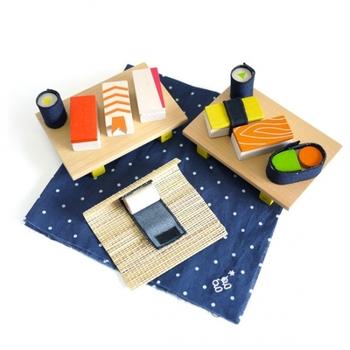 ネタとシャリがマグネットになったお寿司セットです。巻きすを使って巻きずしも作れます。お寿司屋さんごっこは子どもたちが大好きな遊びのひとつ。職人さんになりきって作ってもらいたいですね。