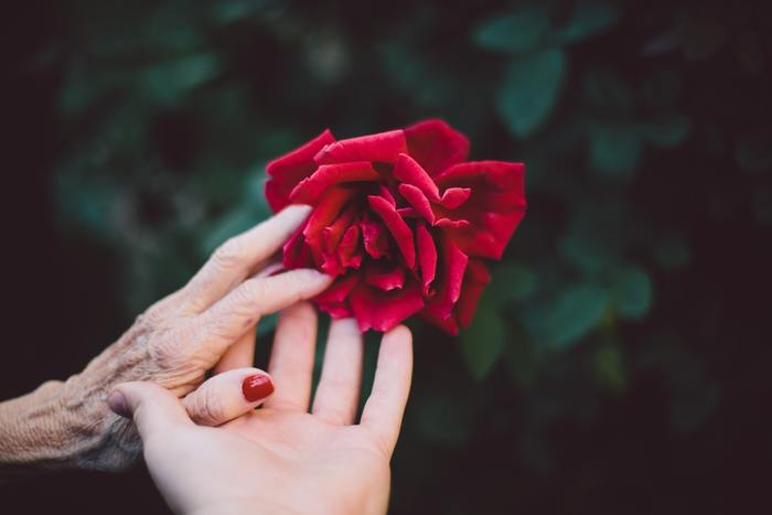そんな時には教える、伝えるではなく、こうして欲しいという「お願い」をします。年長者に対して敬意を払いながらも、自分の希望はしっかり伝え、互いに納得できるようすり合わせることが必要です。