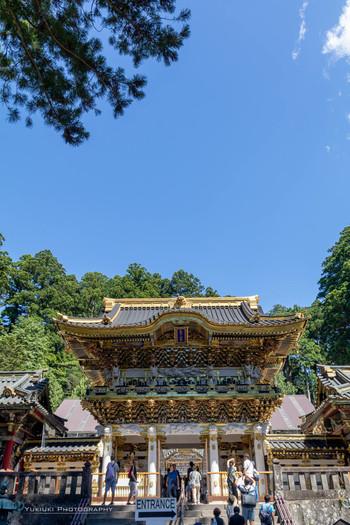 """東照宮にある「陽明門」は、絢爛豪華な彫刻が施されていて、1日中見ていても飽きないことから""""日暮の門""""とも呼ばれているんですよ。"""