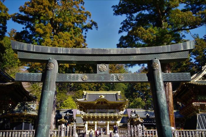 「日光の社寺」は、1999年(平成11年)に世界遺産登録された関東地方を代表する世界遺産。二社一寺(二荒山神社、東照宮、輪王寺)と、これらの建造物群をとりまく遺跡で、この中には、国宝9棟、重要文化財94棟の計103棟の建造物群が含まれています。