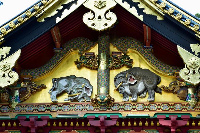 「三猿」や「眠り猫」など「日光の社寺」の中でも特に人気のある東照宮は、全部で55棟の建物が点在しています。どれも歴史的な価値のあるものばかりなので、ゆっくり時間をかけてまわるのがおすすめです。