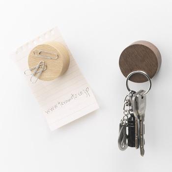 見た目はナチュラルな木製なのに、実は表面までマグネットなのがオシャレで便利です。鍵や文房具をきれいに管理してくれそう。