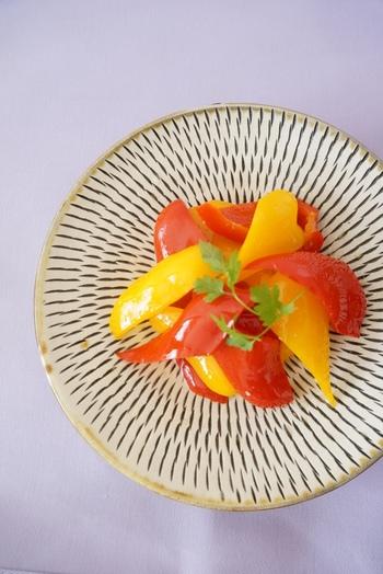 """""""飲む点滴""""といわれる米麹甘酒を使った、優しい甘みのパプリカマリネ。一晩漬け込むことで、さらにまろやかな味わいになります。彩りも美しいですね。"""
