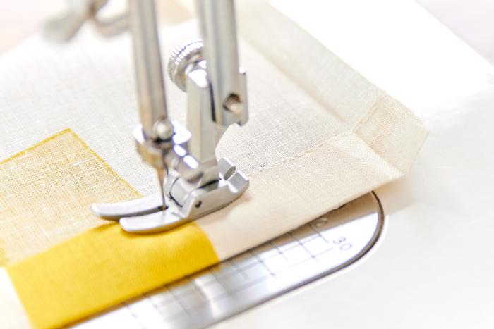 ポケット口をミシンで縫います。