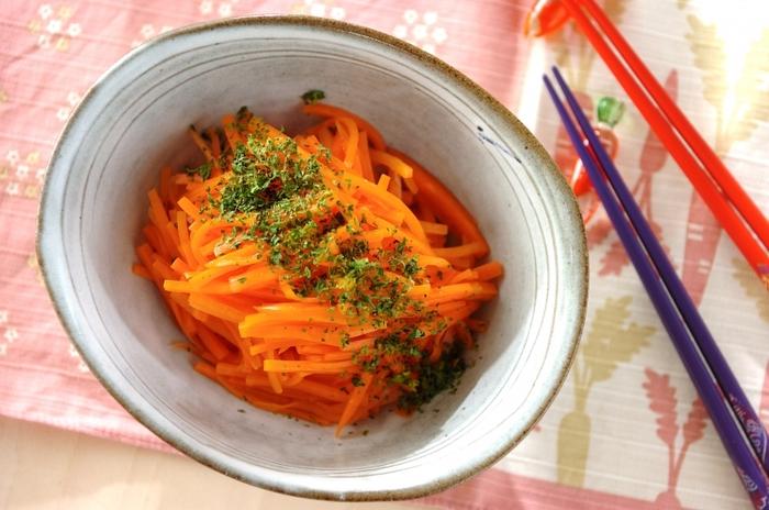 フランスの家庭料理、キャロットラペを甘酒を使って。にんじんやお酢の栄養に甘酒の健康効果が加わって、とても理想的なひと皿に。多めに作って、朝食やお弁当などにも添えたいですね。