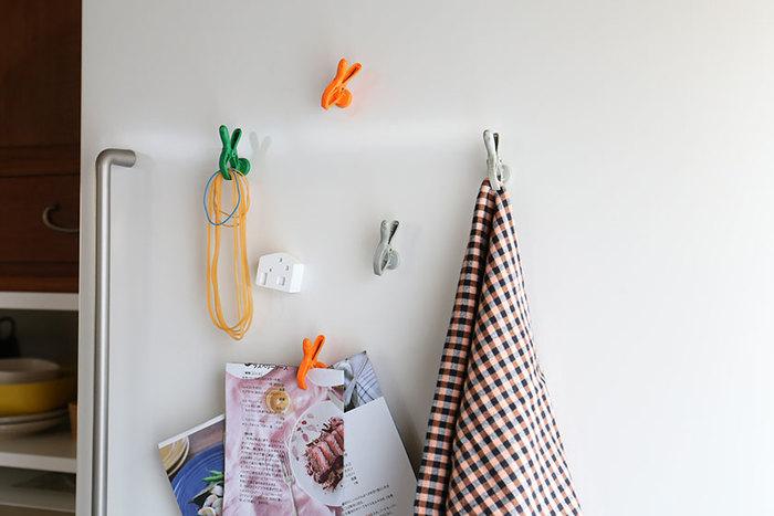 パクっとくわえてくれるクランプが付いたマグネットです。メモを挟んだり、輪ゴムを束ねて降りたり・・・アイデア次第で色々な使い方ができそうです。