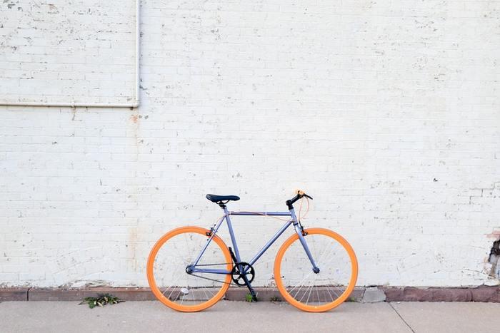 「ポタリング」というのは、サイクリングよりもっと気軽な、お散歩のように自転車を乗ることを言うそうです。たまには自転車に乗って近所をポタリングしてみませんか?最近ではレンタサイクルのサービスも普及してきたので、自転車を借りてのるのもよいですね。歩いていたり車の移動では気づかない発見もありそう!