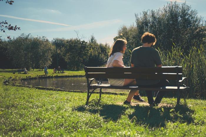 天気が良い日は、公園へ足を運んでみませんか?ウォーキングやヨガをするもよし。お弁当やパンを持ってピクニックするもよし。太陽の光には、骨を丈夫にしたり、気分を安定させたりなどのさまざまな効果も期待できるそうなので、紫外線対策をしつつ日光浴も楽しみたいですね。