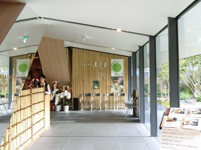 創業安政元年の老舗・丸山海苔店が始めた日本茶専門店・寿月堂(じゅげつどう)。築地本店、パリ店に続く3店舗目の銀座歌舞伎座店は、歌舞伎座の5階にあります。
