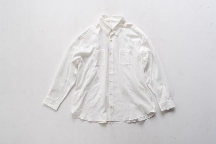 オーガニックコットン100%で仕上げたシンプルなデザインの2wayシャツ。やわらかな肌触りが心地いい。