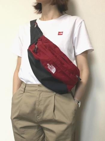 ボディバッグなら、お財布の取り出しもラクラク。激しく動いても体にフィットするので余計な疲れも出ません。音楽フェスや登山時のサブバッグにもおすすめです。